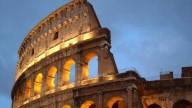 Roma, tutti in meditazione davanti al Colosseo