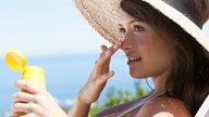 Macchie e rughe: i consigli degli esperti sui danni del sole