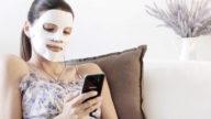Maschera per il viso con lo smartphone