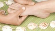 Massaggio al piede contro la cellulite