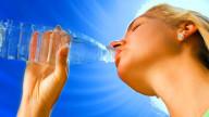Bere molta acqua è inutile