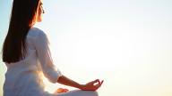 Meno visite mediche con yoga e meditazione