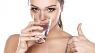 Bere acqua brucia le calorie!