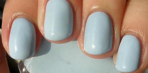 Per la prossima Primavera/Estate 2017 il must in fatto di unghie saranno i  colori pastello. La manicure dovrà essere romantica, con colori tenui e non