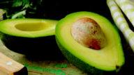 Cellulite, un esfoliante a base di semi di avocado