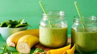 Un frullato detox con banana e spinaci