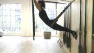 Pilaflex, lo yoga si fa appesi al muro