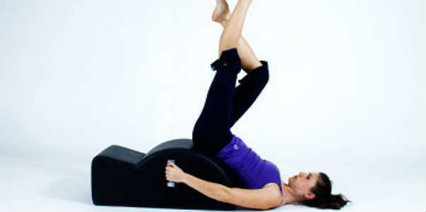Pilates, pancia piatta con la Step barrel