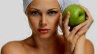 Maschera esfoliante viso alla mela verde