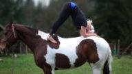 Quando lo yoga si pratica a cavallo