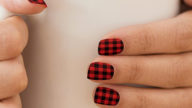 Plaid Nails per la manicure invernale