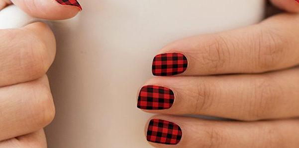 Plaid Nails per la manicure invernale