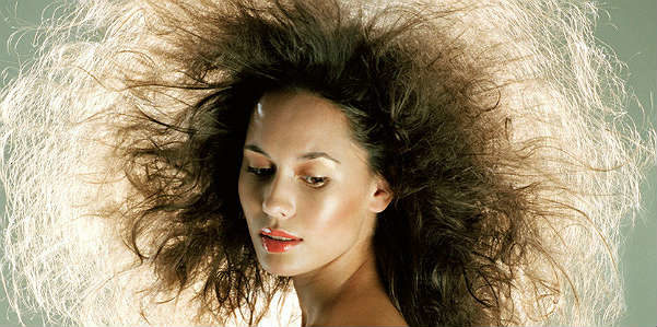 Rimedi naturali anti-crespo per avere capelli lisci