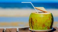 Acqua di cocco per la cura di corpo e capelli
