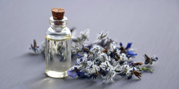 Capelli splendenti? Prepara a casa un aceto aromatico