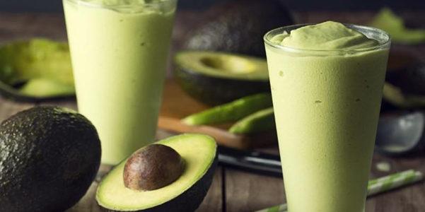 La ricetta dello smoothie banana e avocado