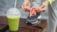 Cosa mangiare prima di andare a correre? Dipende dall'orario