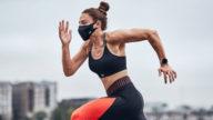 Indossare la mascherina durante lo sport: cosa dicono le ultime scoperte